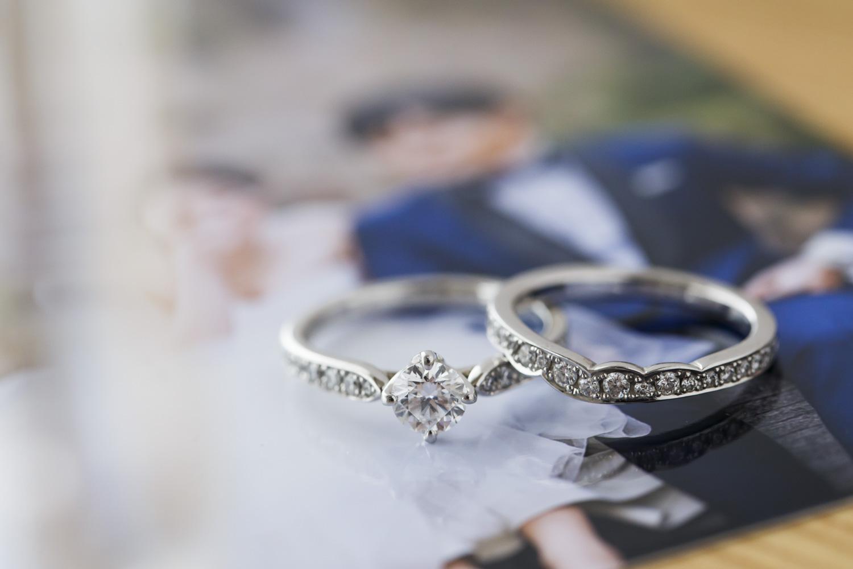 若木美紀さん(31歳・商社勤務)の婚約指輪と結婚指輪