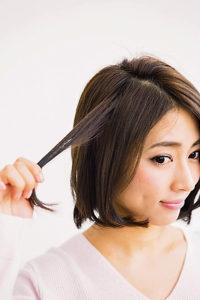 内側から髪を一束引き出します。