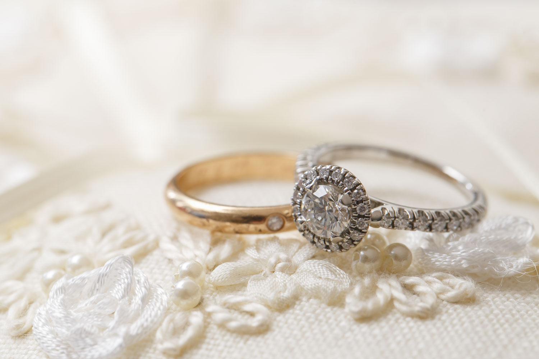 臼井古都子さん(31歳・ヨガインストラクター)の婚約指輪と結婚指輪