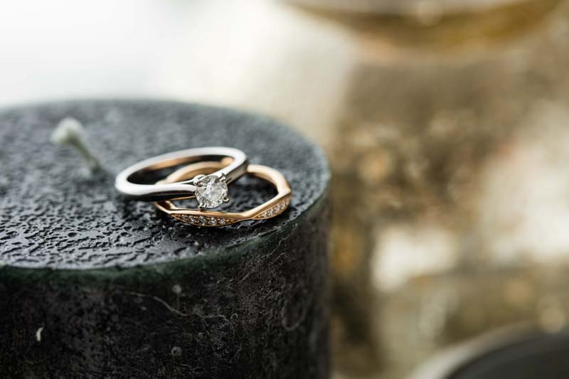 相互の輝きを引き立てるよう吟味して選び抜いた指輪