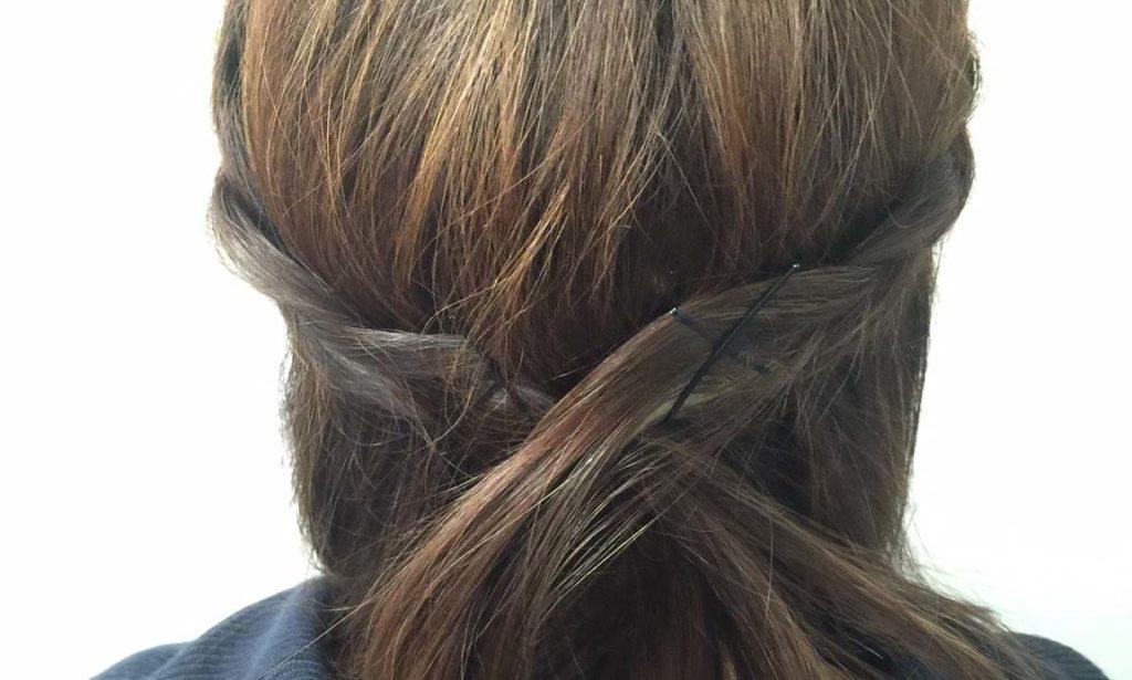 【本誌のヘアアレンジを実際にやってみた】三つ編みがアクセントのダウンヘア