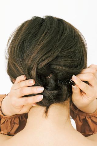 ルーズなのに崩れないアップヘア