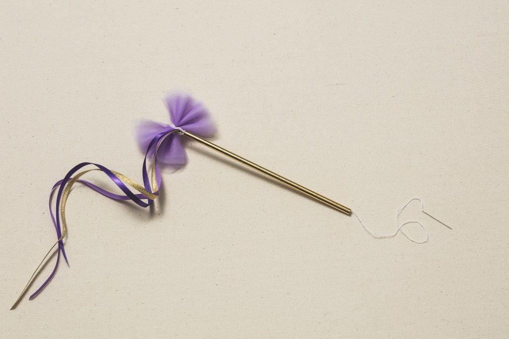 4.3のリボンの端に針で糸を通