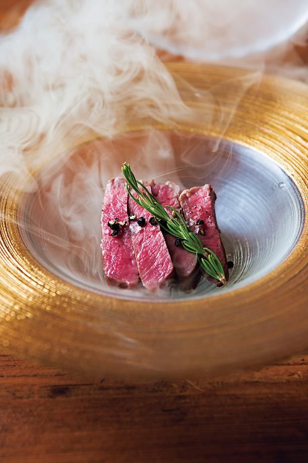 オリジナリティある肉料理で人気
