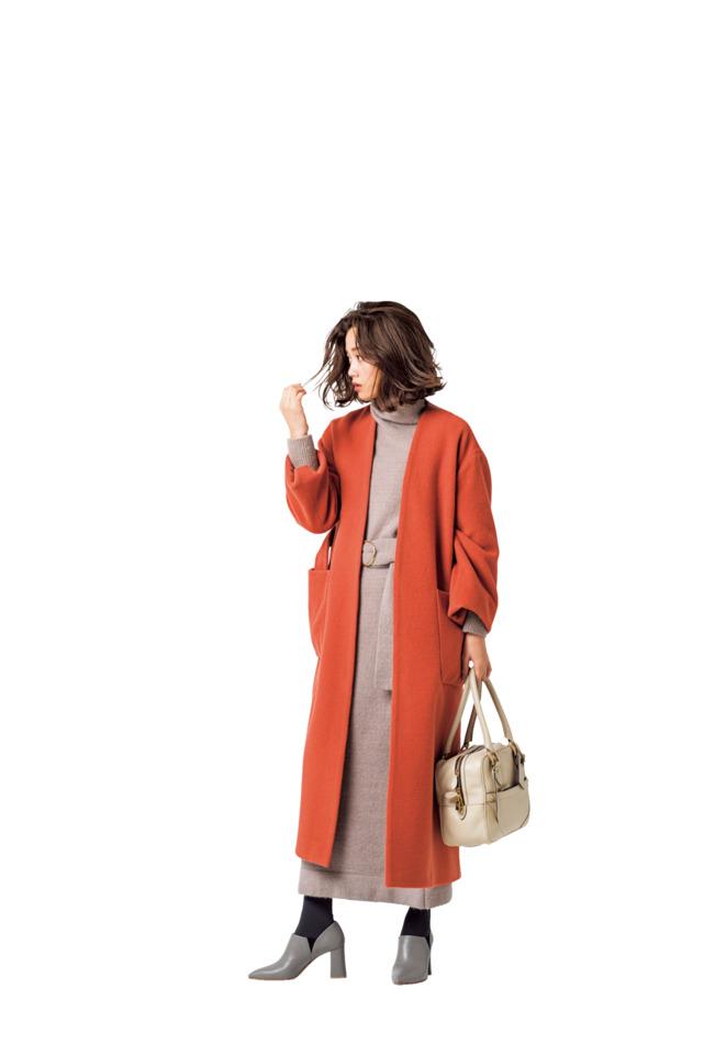 コートの色とメリハリのつく背景
