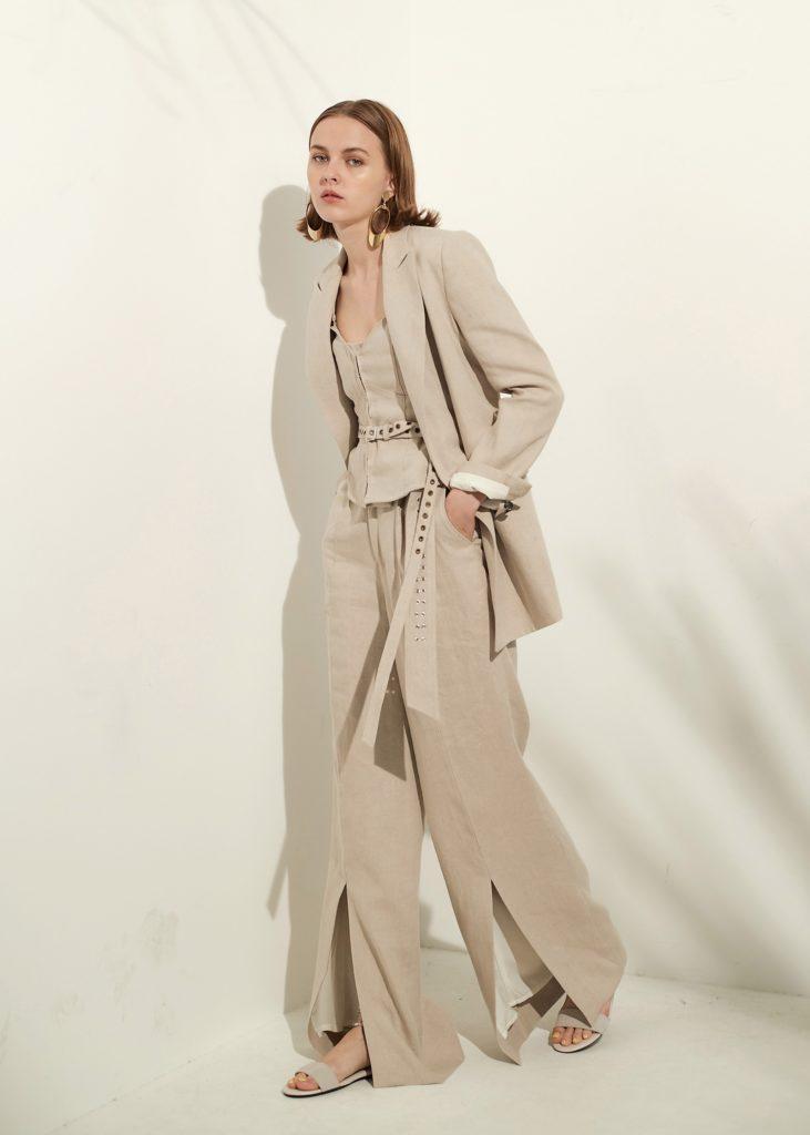 服の持つ曲線美と直線美の再構築