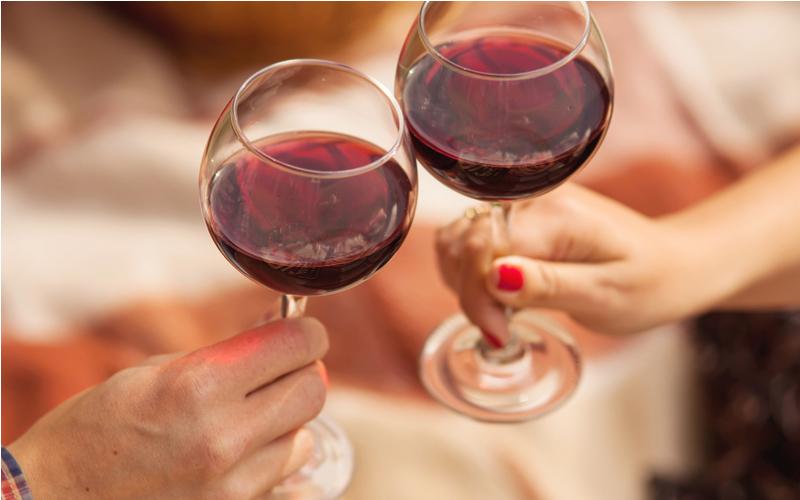 初デートはレストランでお酒を飲