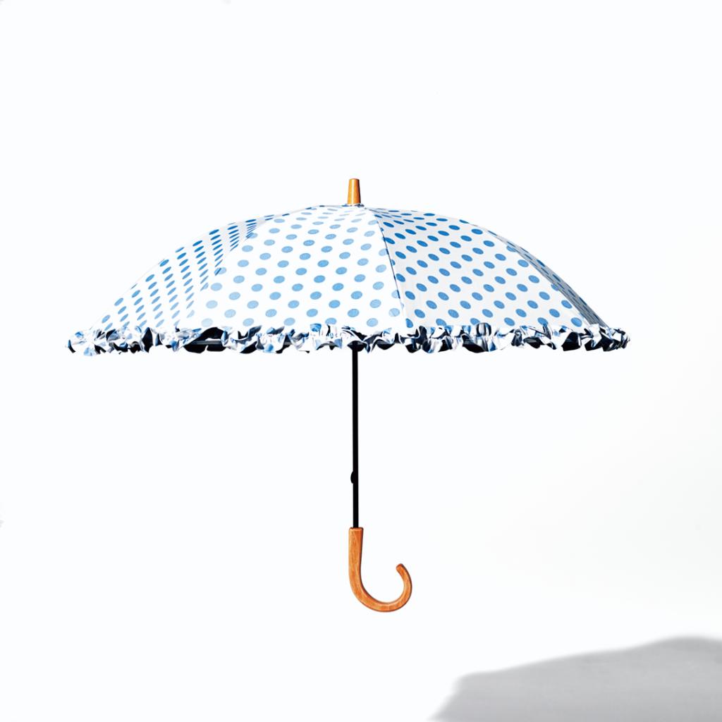 遮光率100%!の日傘は涼しげ