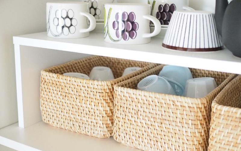 1:かさばる食器収納にオススメ!「重なるラタン長方形ボックス・小」