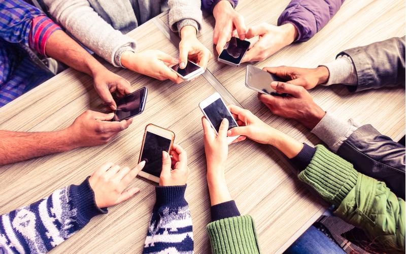 3:グループLINEでは仕事と関係のない話を送らない