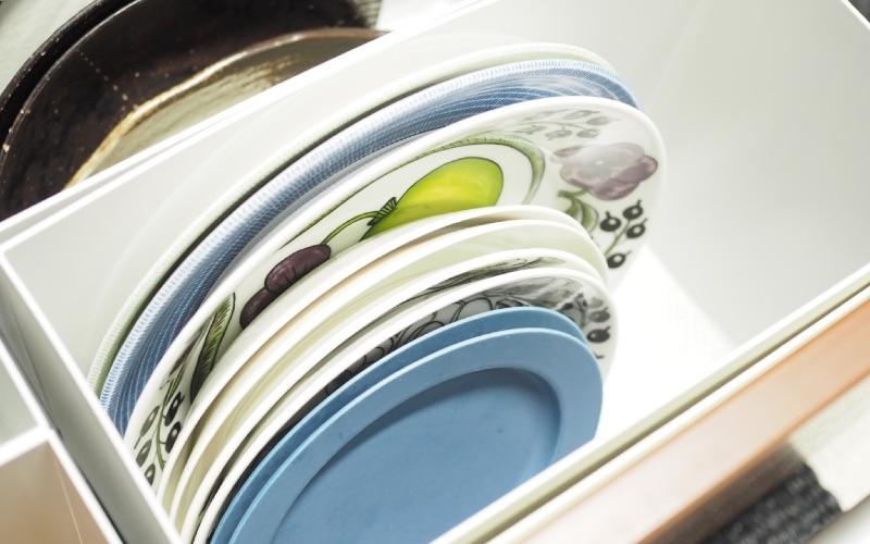 ■3:重ねないから出し入れしやすい!食器収納