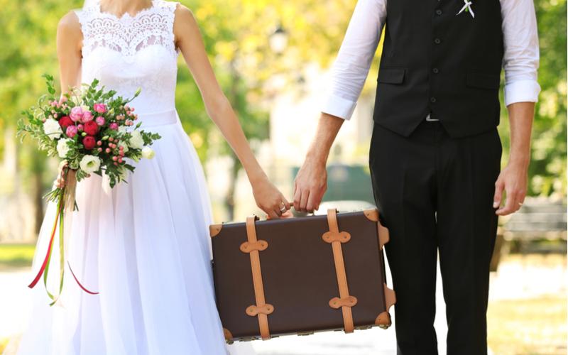 サブバッグに紙袋はNG! 結婚式の持ち物マナー