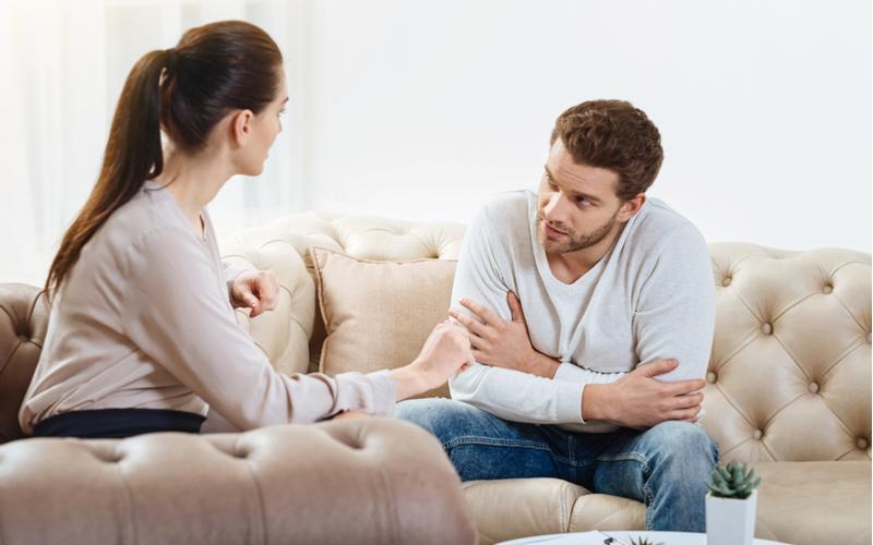 (3)自分の両親や実家の話をしない