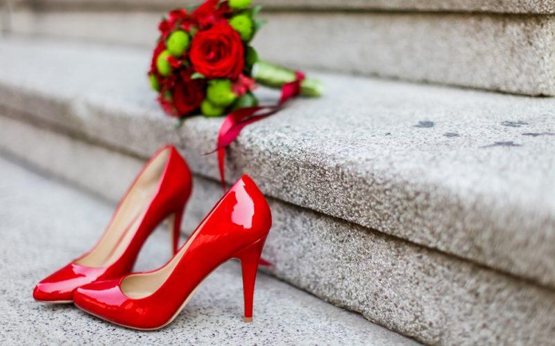 ストラップ付きやぺたんこ靴はアリ?ナシ?結婚式のパンプスマナー