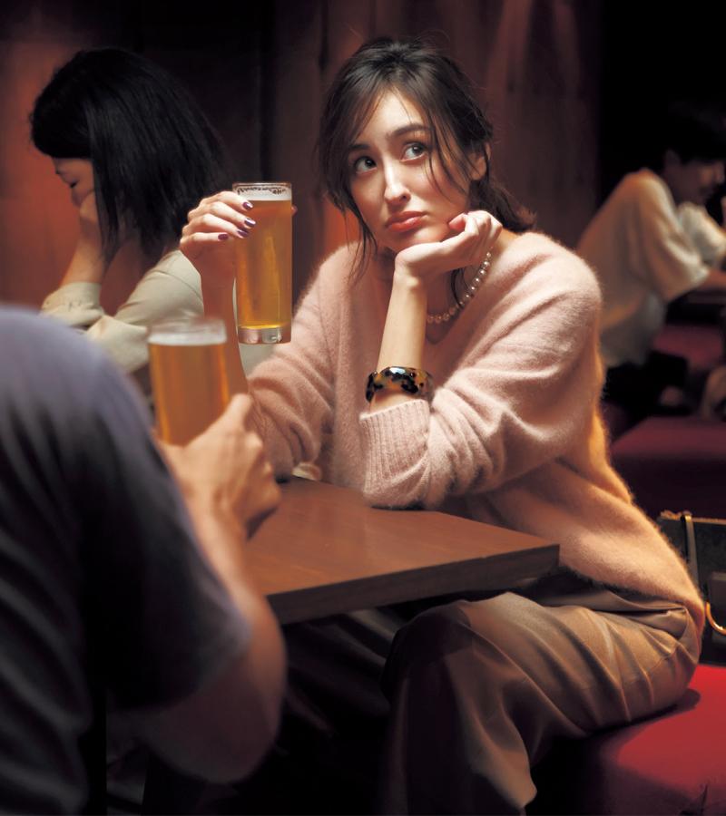 会社の同僚と飲み会へ。ケンジさんの良からぬ噂を聞いた。彼ってそんな人だったんだ… 何だかちょっとショック【10/8のコーデ】