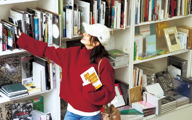 プロジェクトもいよいよ大詰め。恵比寿のオシャレ書店でアートの資料をあれこれチェック【10/13のコーデ】