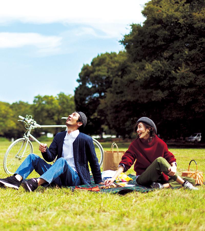 会社の創立記念日で休みの今日はケンジさんに誘われてピクニックへ。自然体ではしゃぐ姿、何だかすごく新鮮だな♪【10/17のコーデ】