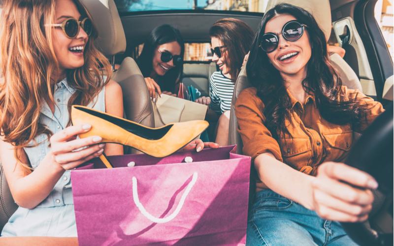 (1)ブランドものが好きなど費家で貯金ができない