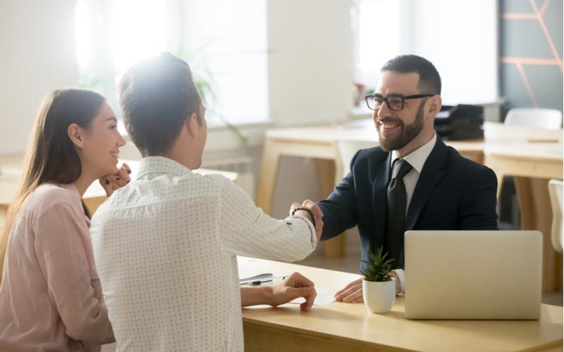 4.営業職:金融・保険業界