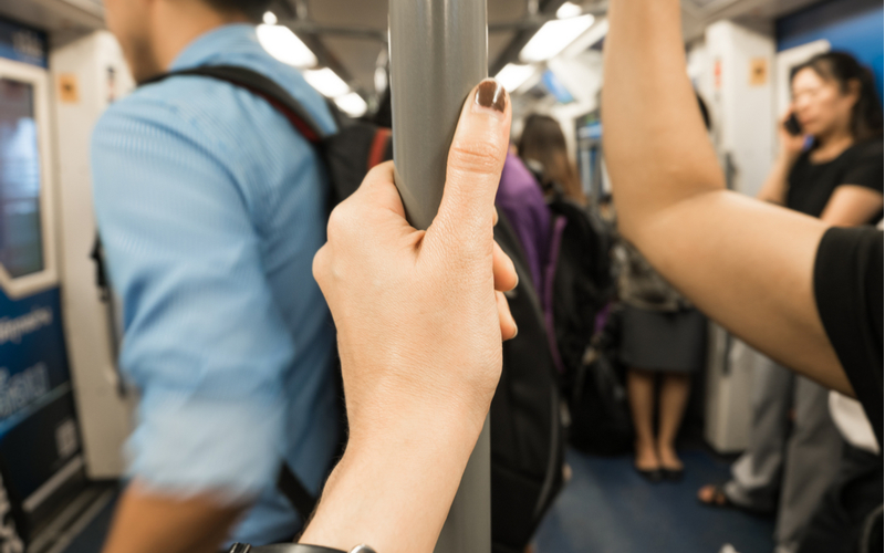 2.電車では座らない