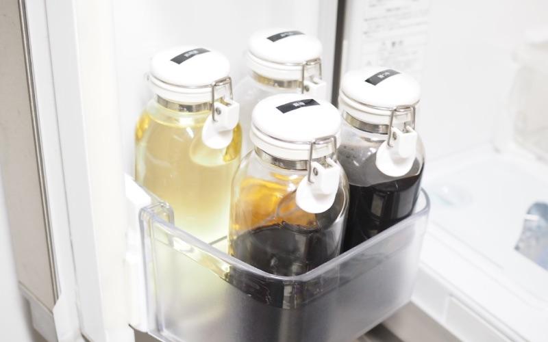 ■冷蔵庫の調味料はモノトーンの容器に詰め替え!