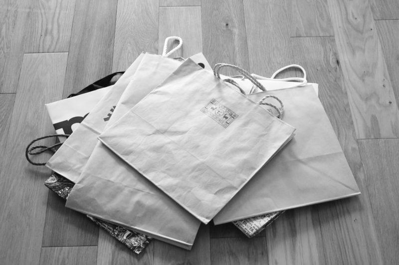 おしゃれなショッパーバッグ、持ちすぎていると何が問題?