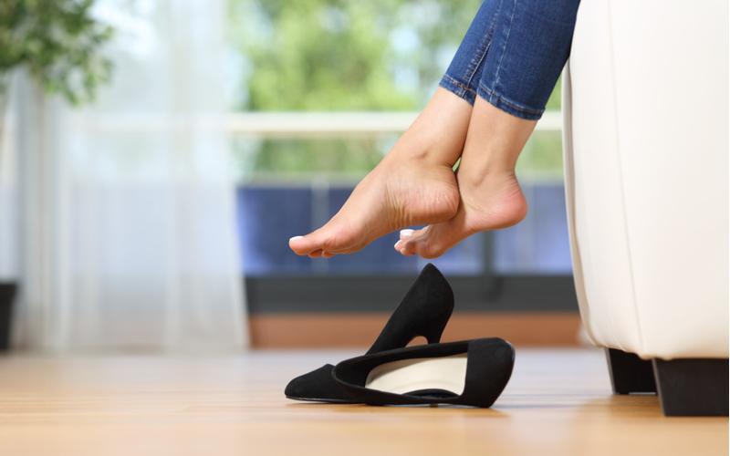 靴を揃えない