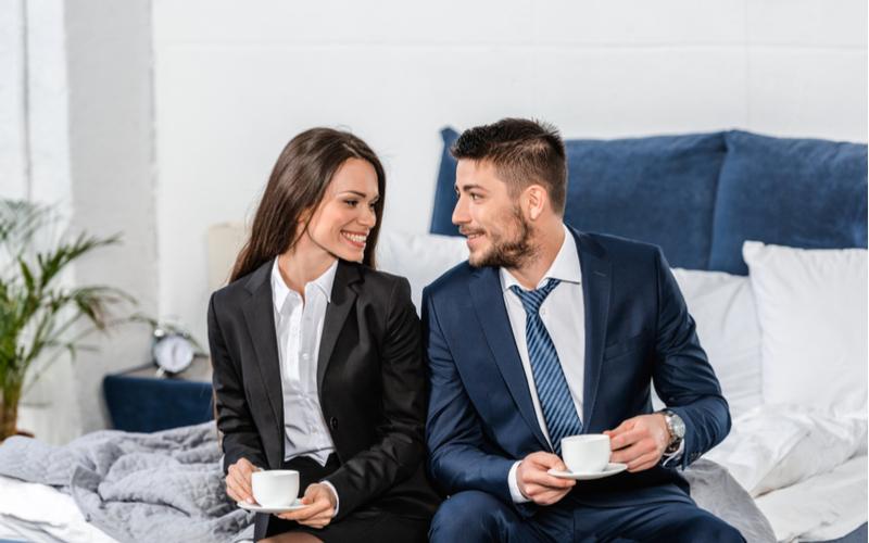 2人で営業と偽り、彼の家で内緒のデート