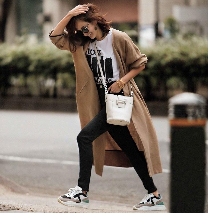 服も靴も〝大人カラー〟の白黒ベ