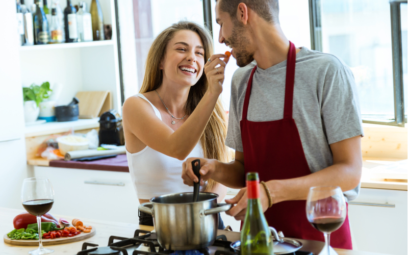 「大好きが止まらない!」結婚しても夫から愛され続ける妻の特徴4つ