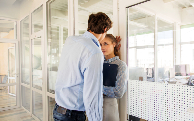 社内不倫はなぜ多い?職場で不倫が始まりやすい理由3つ