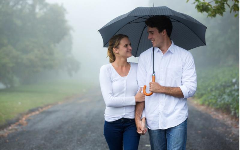 雨だからこそいつもと違ったデートを♡彼との距離がぐんと縮まる梅雨デート5選