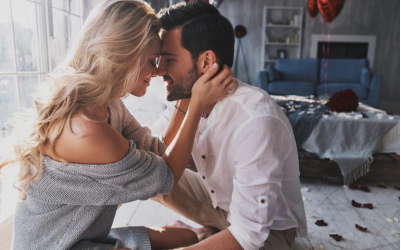 アラサー男性から大好評♡愛され彼女のデート中の癒しテクニック6つ