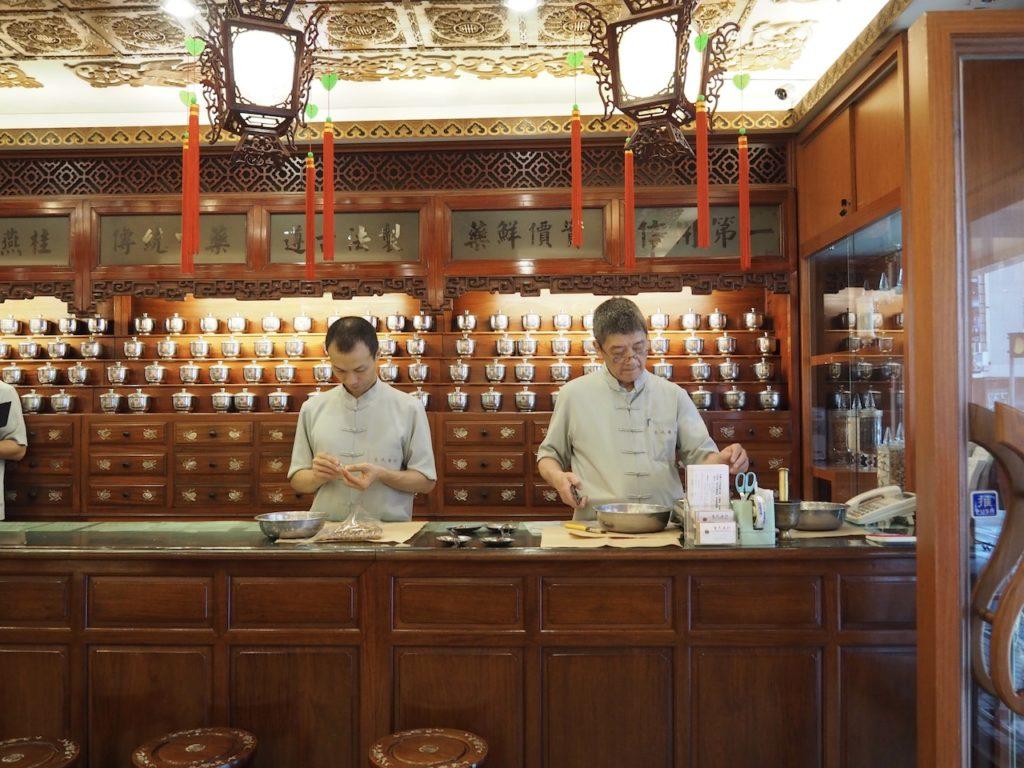 店舗の中は台湾らしい伝統的な造