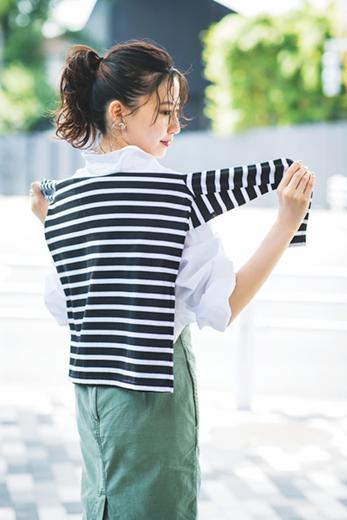 細い袖をサイドに結べば品よく、