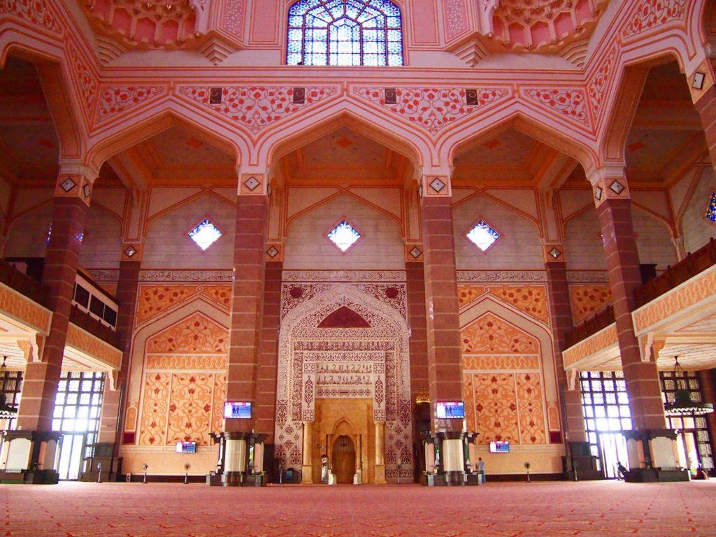 どこを見渡してもピンク一色♡マレーシアの首都クアラルンプールで行きたい「ピンクモスク」観光