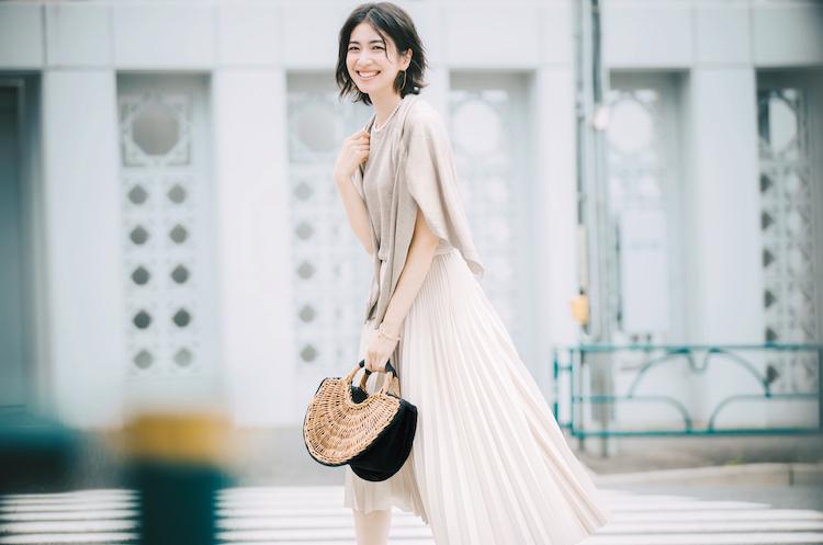 【今日の服装】「大人可愛い」モテ通勤コーデにマストな色は?【アラサー女子】