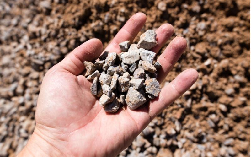 「細石」とは「細かくて小さな石