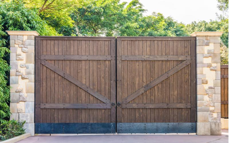 「門扉」とは漢字のとおり「建物