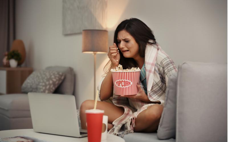 映画館で感動的な映画を見た後な