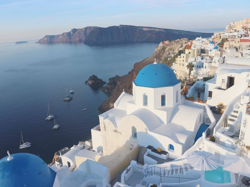 サントリーニ島を代表する 青の