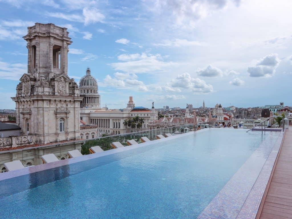 実はキューバでは観光客も地元の
