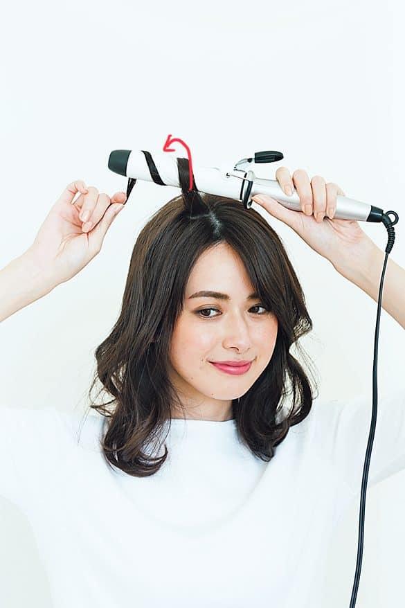 最初にアイロンで髪を巻いておく