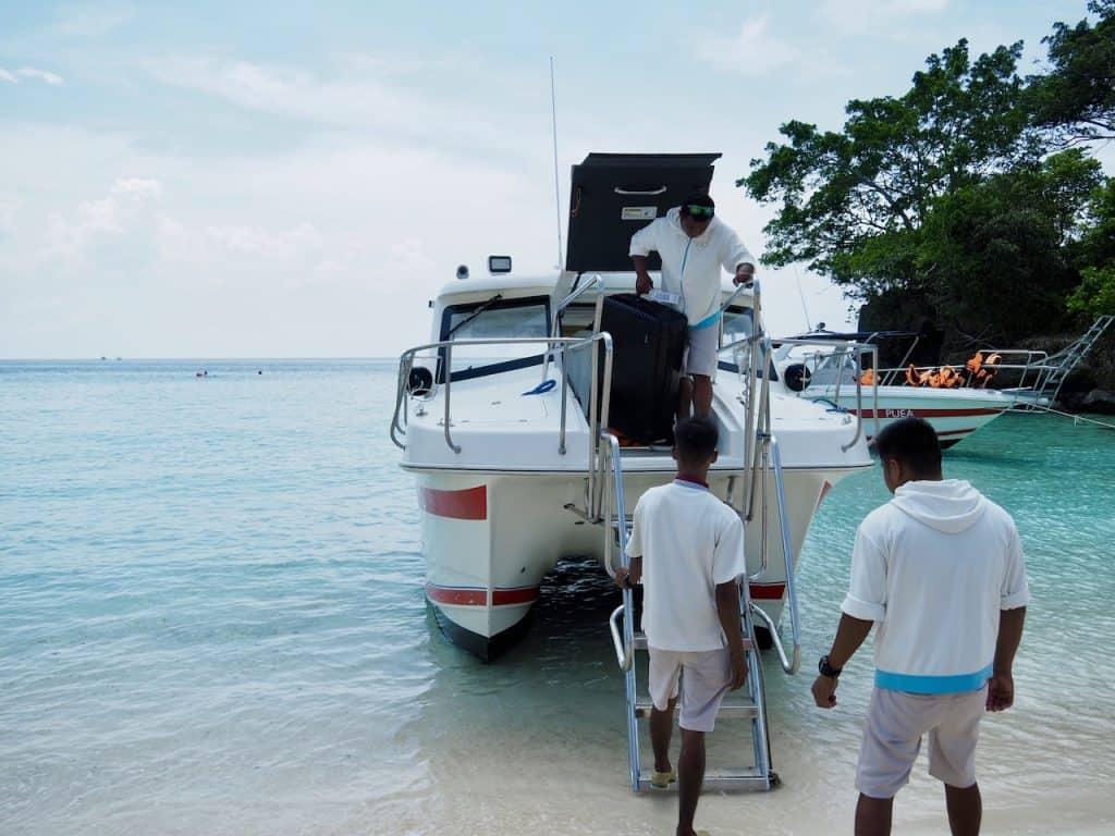 ボートに乗ってボラカイ島へ!