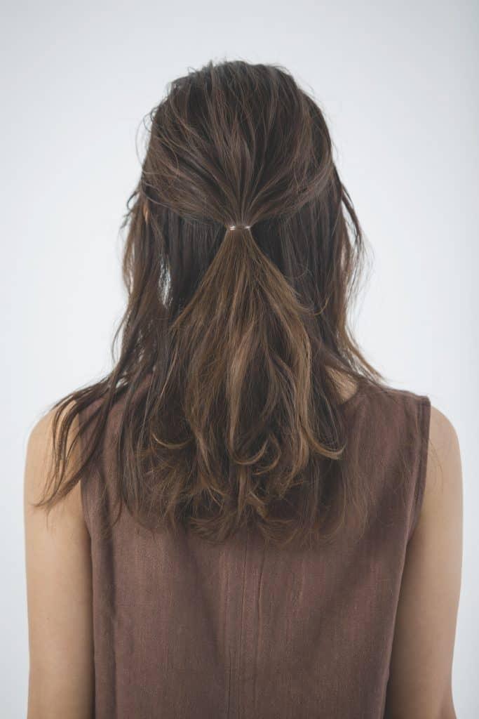 ハーフアップとはいえ、髪の上半