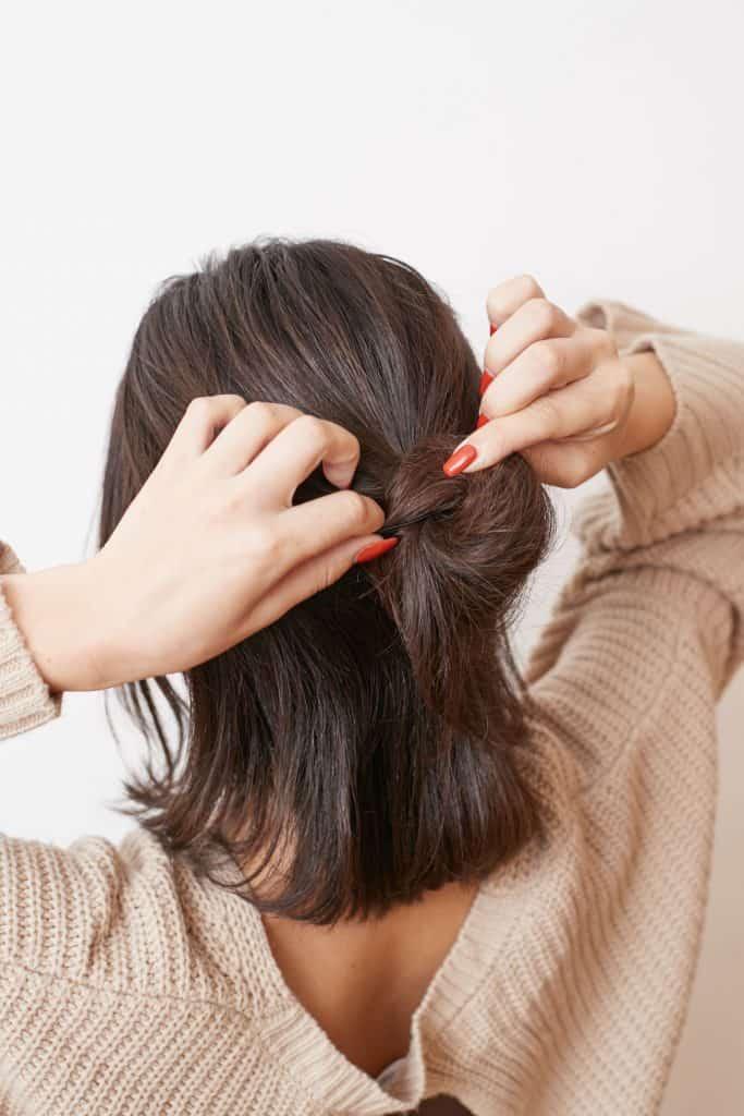 髪が多いので、まとめてしまう毛