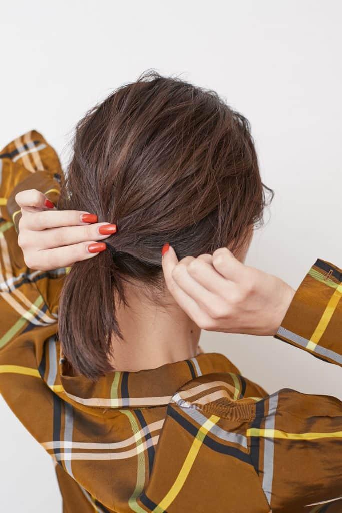 毛量が多い人は、低めの位置で髪
