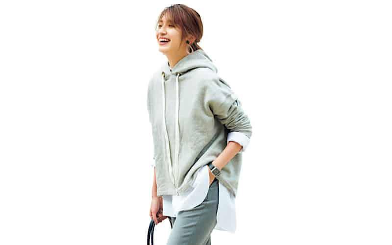 【今日の服装】「カジュアル通勤コーデ」を今っぽく着こなす配色とは?【アラサー女子】