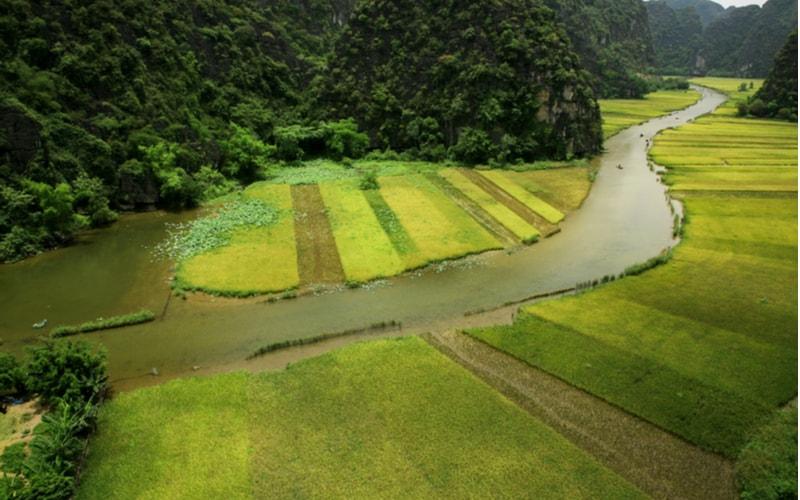 「川曲」とは「川が折り曲がって