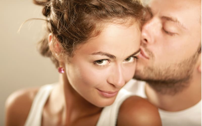 「俺から一生離れないで」彼氏に愛され続ける女性の特徴4つ